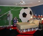 Спалня с футболни топки