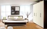 Изчистен дизайн на спалня по поръчка с трикрилен гардероб 70-2618